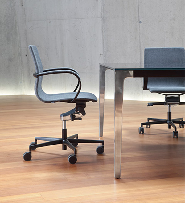 http://www.frezzauk.com/wp-content/uploads/2015/09/em204_office_seating_600x660.jpg