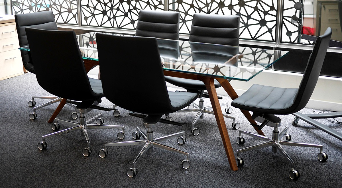 Executive meeting table Dr and office chair Key in black leather in a meeting room